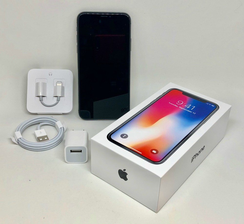 Apple_iPhone_X_packaging_and_accessories_8137